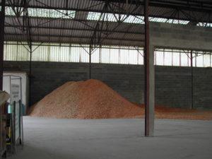 Constitution tas de plaquettes bois